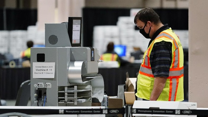A Philadelphia election worker scans ballots for the 2020 general election in the United States at the Pennsylvania Convention Center, Tuesday, Nov. 3, 2020, in Philadelphia. (AP Photo/Matt Slocum)