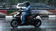 Tekanan Ban Motor Harus Dikurangi Saat Musim Hujan, Mitos atau Fakta?