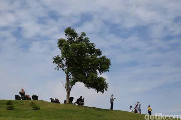 Dari Lokasi ini juga dapat melihat pemandangan Gunung Lokon dan Gunung Klabat. (Agung Pambudhy/detikcom)