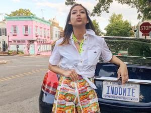 Kenalan dengan Putri Samboda, Selebgram Viral Pakai Baju dari Bungkus Indomie
