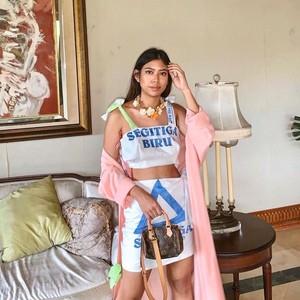 8 Gaya Selebgram Viral karena Pakai Celana Indomie hingga Tas Karung Terigu