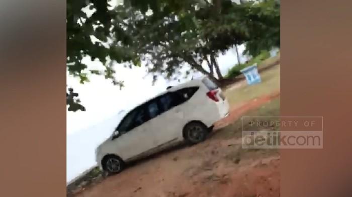 Viral sepasang PNS di Bintan Kepri diduga mesum di dalam mobil (Screenshot 20detik)