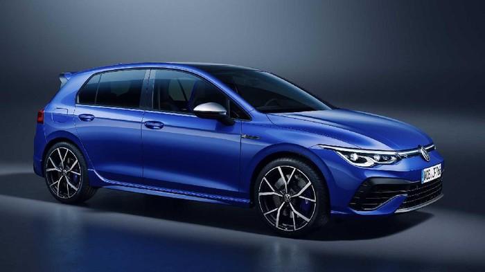 VW luncukan Golf dengan peningkatan performa.