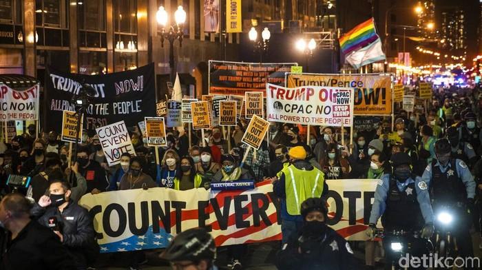 Aksi Demo Warnai Paska Pemilu Pilpres di Amerika   Para demonstran turun ke jalanan berbagai kota dan wilayah di Amerika Serikat (AS) untuk menyerukan agar seluruh suara dalam pilpres AS dihitung hingga tuntas.