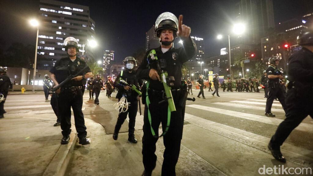 Polisi dan Demonstran Bentrok di New York, 20 Orang Ditangkap