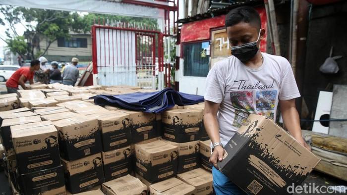 Pemprov DKI Jakarta menyediakan bantuan sosial untuk para warganya. Bansos COVID-19 ini pun mulai disalurkan.