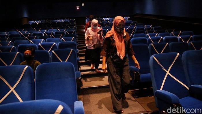 Mulai hari ini bioskop KCM mulai dibuka kembali dengan menerapkan protokol kesehatan. Bioskop ini mulai tutup sejak awal pandemi dan hari ini mulai dibuka kembali.