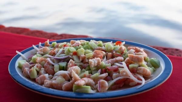 Di Mexcaltitán, udang yang baru ditangkap pada musimnya disajikan dalam banyak menu udang ceviche atau tlaxtihuil. Makanan khas ini berbentuk sup udang tradisional berbahan dasar jagung.