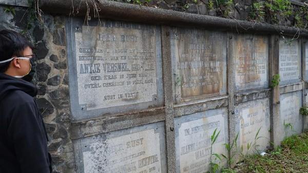Ada juga makam laci. Disebut makam laci karena bentuknya menyerupai laci dan tempat pemakamannya yang bisa ditarik keluar. Di pemakanan Pandu ada 2 kompleks Makam Laci yang terpisah. Masing-masing memiliki 52 kolom laci terbagi dalam barisan memanjang dan bertingkat dua. (Siti Fatimah/detikcom)