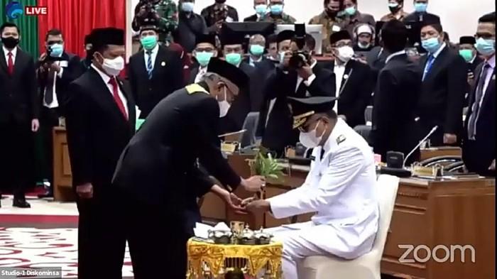 Nova Iriansyah dipeusijuek oleh Wali Nanggroe Malik Mahmud, Nova Iriansyah dilantik jadi gubernur aceh, nova iriansyah
