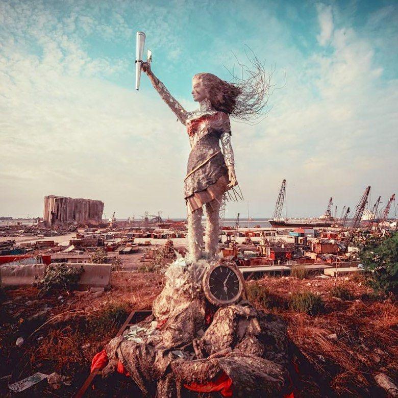 Patung dari sisa-sisa ledakan Beirut
