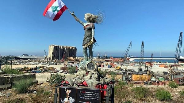 Ledakan Beirut yang dahsyat menyisakan banyak puing-puing dan reruntuhan. Seorang seniman asal Lebanon bernama Hayat Nazer pun menciptakan sebuah patung indah dari sisa-sisa ledakan itu. (dok. Hayat Nazer)