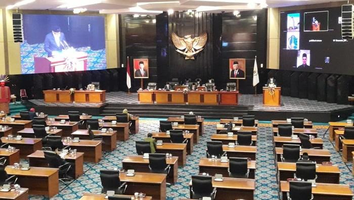 Rapat paripuna raperda perubahan APBD DKI Jakarta 2020, di gedung DPRD DKI Jakarta, Kebon Sirih, Kamis (5/11/2020).