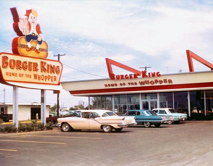 Pelanggan Diminta Makan di McD dan Warteg, Ini Fakta Sejarah Burger King.