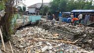 Jorok Banget! Saluran Irigasi di Brebes Penuh Sampah-Bangkai Hewan