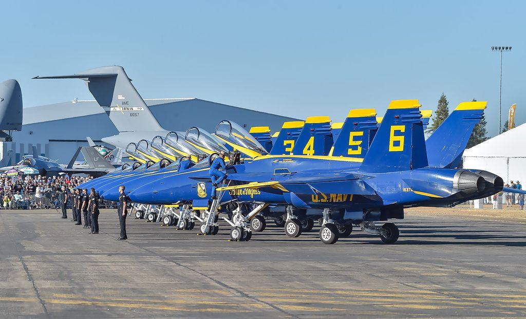 Pesawat F/A-18 Hornet milik Blue Angels