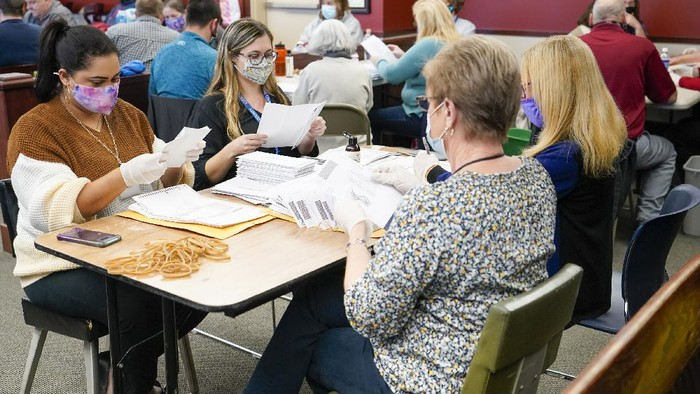 Chester County election workers scan mail-in and absentee ballots for the 2020 general election in the United States at West Chester University, Wednesday, Nov. 4, 2020, in West Chester, Pa. (AP Photo/Matt Slocum)
