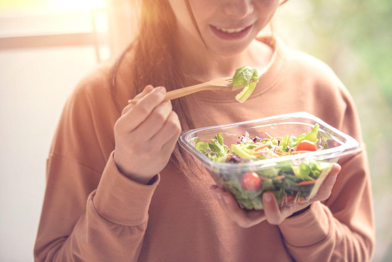 Rasulullah Menganjurkan Makan Pakai Tangan Kanan