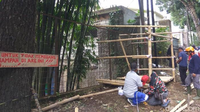 Relawan Lingkungan Lembang dirikan pos pemantau pembuang sampah ilegal.