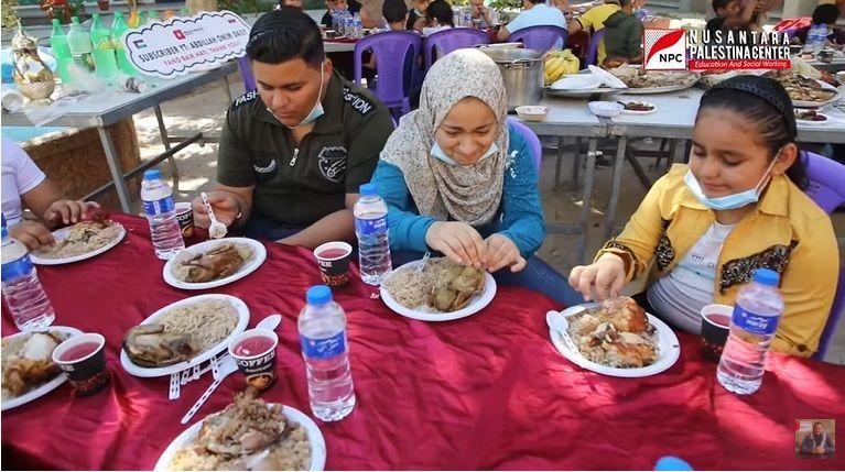 Pria Indo Traktir Anak Yatim di Gaza
