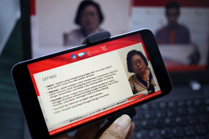 Prof. Dr. dr. Cissy Rachiana Sudjana Prawira-Kartasasmita, Guru besar Fakultas Kedokteran Universitas Padjajaran memberikan keterangan dalam Dialog produktif Mendalami vaksin dan imunisasi di Jakarta, Selasa 27 Oktober 2020.