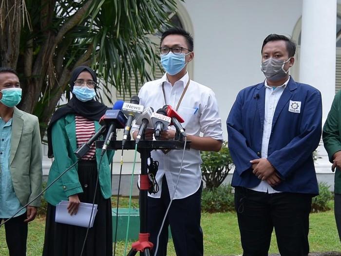 Stafsus Presiden Jokowi, Aminuddin Maruf bertemu perwakilan DEMA PTKIN menerima masukan soal UU Cipta Kerja.