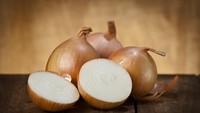 Positif Corona, Pria Ini Pamer Makan Bawang Mentah Kayak Makan Apel