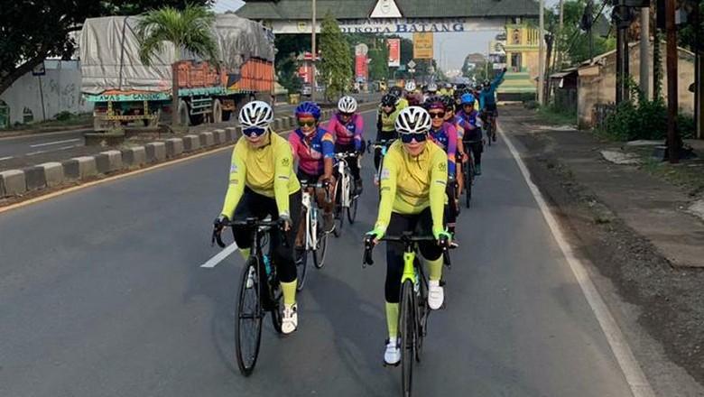 Enam wanita bersepeda 1000 km menuju Bali