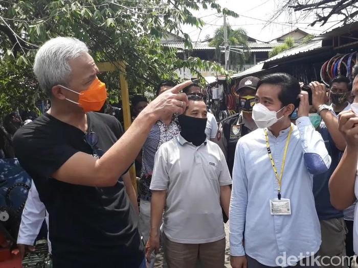Gibran Rakabuming dan Ganjar Pranowo di Klitikan Notoharjo, Solo, Jumat (6/11/2020).