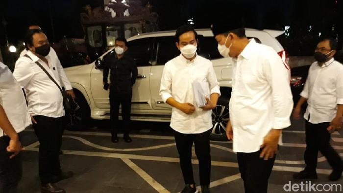 Gibran-Teguh dan Bajo tiba di lokasi debat Pilkada Solo di Sunan Hotel, Jumat (6/11/2020).