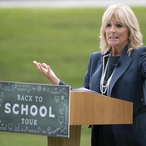 Jill Biden Pakai Stoking yang Jadi Kontroversi, Dibilang Murahan & Memalukan
