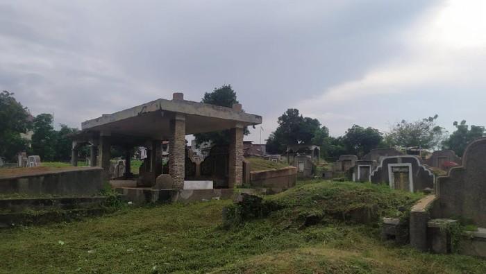Kuburan yang jadi lokasi mesum pasangan di TPU Kebon Nanas, Jakarrta Timur