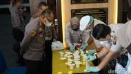 Personel Polrestabes Surabaya Dites Urine, Hasilnya Tak Ada yang Positif