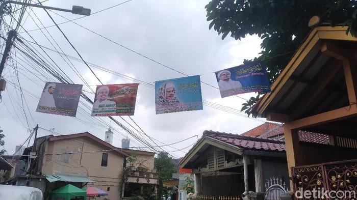 Poster selamat datang menjelang kepulangan Habib Rizieq di Petamburan III (Wilda Hayatun Nufus/detikcom).