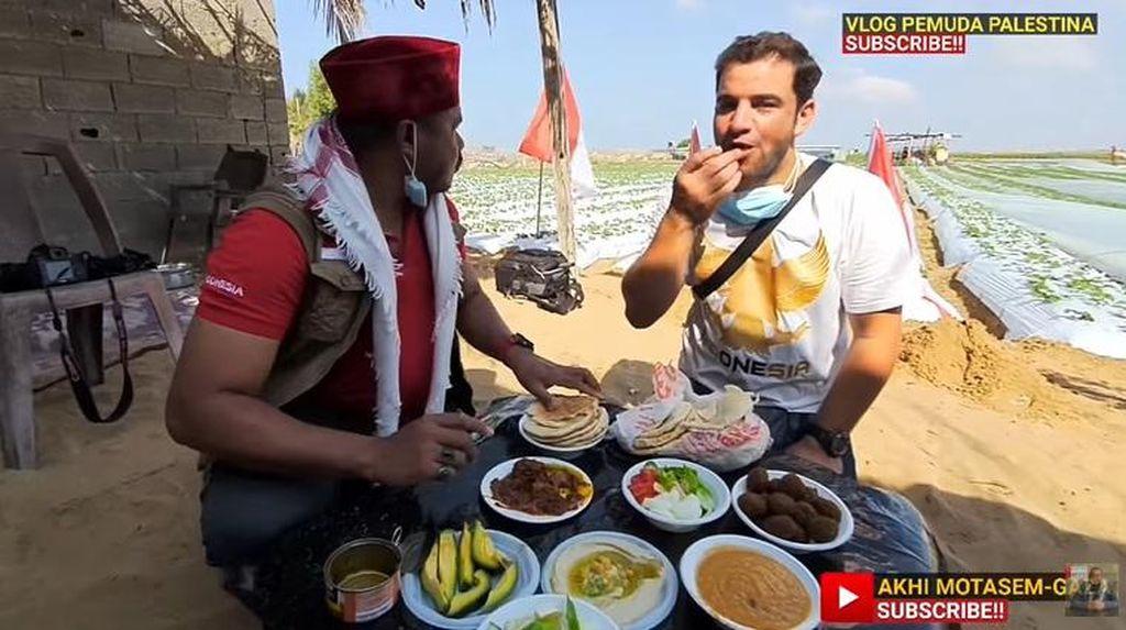 Lihat Reaksi Orang Palestina Saat Cicip Rendang Pertama Kali!
