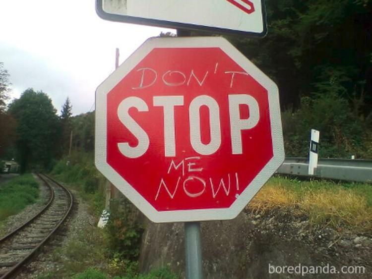 Aksi vandalisme adalah hal yang tidak patut untuk ditiru, namun ternyata ada beberapa aksi vandalisme kocak yang dibagikan netizen. Ini di antaranya.