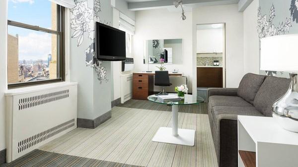 Stewart Hotel di New York berjarak dekat dengan Penn Station dan Madison Square Garden. Kamar-kamar mewahnya memberikan fasilitas LCD TV, Ipod dock dan Wifi. Kamar studio memiliki dapur kecil, sedangkan suite dengan 1 dan 2 kamar tidur dengan dapur lengkap dan ruang tamu terpisah. (TripAdvisor)