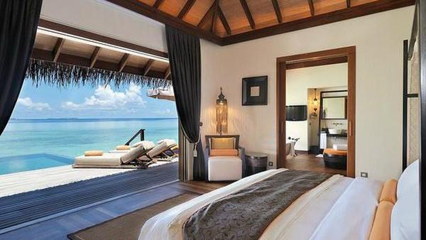 Ayada Maldives, Maguhdhuvaa, Maladewa pernah dianugerahi Sertifikat Keunggulan dan Pilihan wisatawan dan masuk ke 25 resor mewah teratas di dunia. Tamu juga bisa menyelam dan snorkeling mengelilingi pulau di atas terumbu karang yang hampir tak pernah dikunjungi manusia. (TripAdvisor)