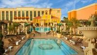 The Venesia berlokasi di salah satu persimpangan Strip, Las Vegas. Resor menjamin harga terendah untuk kamar suite yang dipesan tamu. (TripAdvisor)