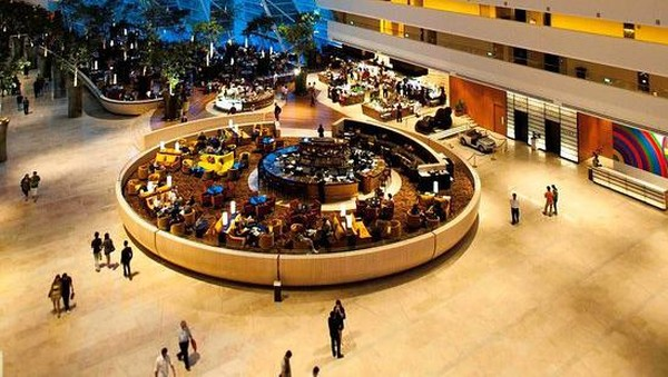 Marina Bay Sands, Singapura berlokasi di sepanjang tepi pantai Marina Bay, hotel Marina Bay Sands berdiri dengan tiga menara bertingkat. Di sekitarnya ada Sands Sky Parks, Paviliun kristal terapung hingga Museum ArtScience yang terinspirasi dari teratai. (TripAdvisor)