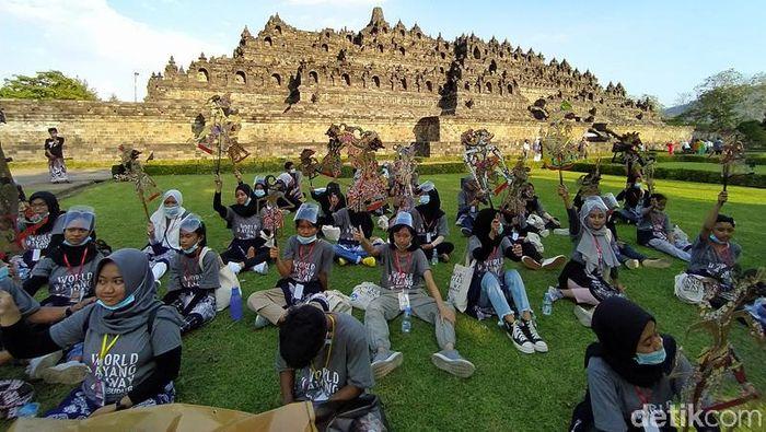 Hari Wayang Sedunia di Candi Borobudur. Magelang pada Sabtu (7/11/2020).
