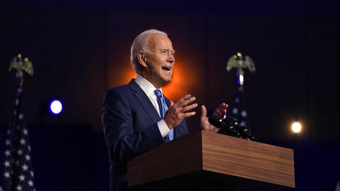 Democratic presidential candidate former Vice President Joe Biden speaks, Friday, Nov. 6, 2020, in Wilmington, Del., as Democratic vice presidential candidate Sen. Kamala Harris, D-Calif., listens. (AP Photo/Carolyn Kaster)