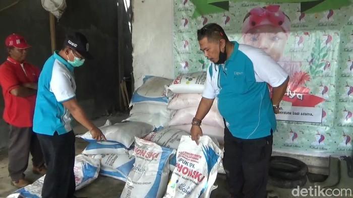 petani di Tulungagung diresahkan peredaran pupuk NPK bermerk Phonska yang diduga palsu