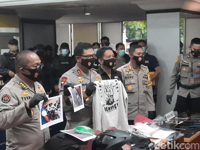 Polisi merilis kasus pembegalan terhadap Kolonel Marinir di Jakarta.
