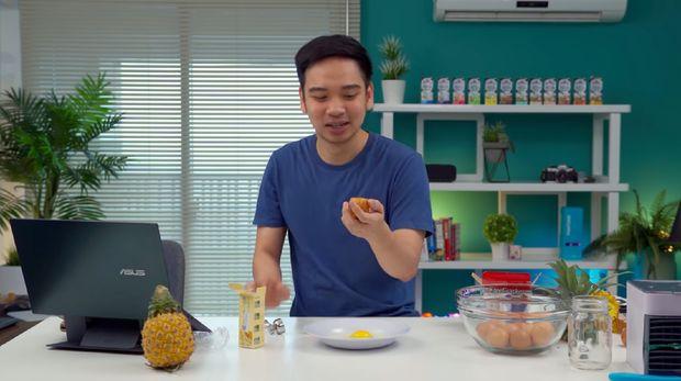 Reviewer Gadget David GadgetIn Iseng Review Pengupas Nanas dan Pemecah Telur