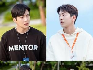 Adu Gaya Kim Seon Ho dan Nam Joo Hyuk yang Jadi Saingan di Drama Start-Up