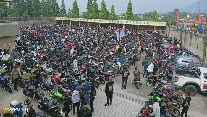 Kopdar komunitas motor di Lembang dibubarkan polisi.