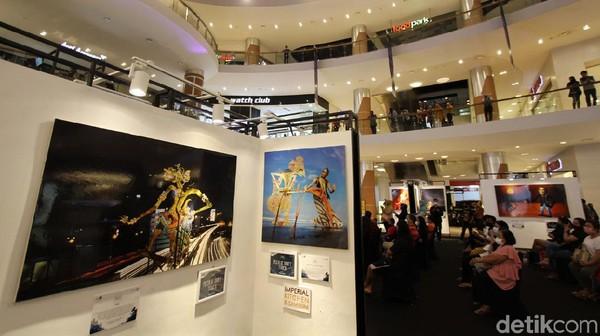 Sejumlah foto wayang ditampilkan dalam pameran yang digelar di salah satu mal di Sukoharjo tersebut.