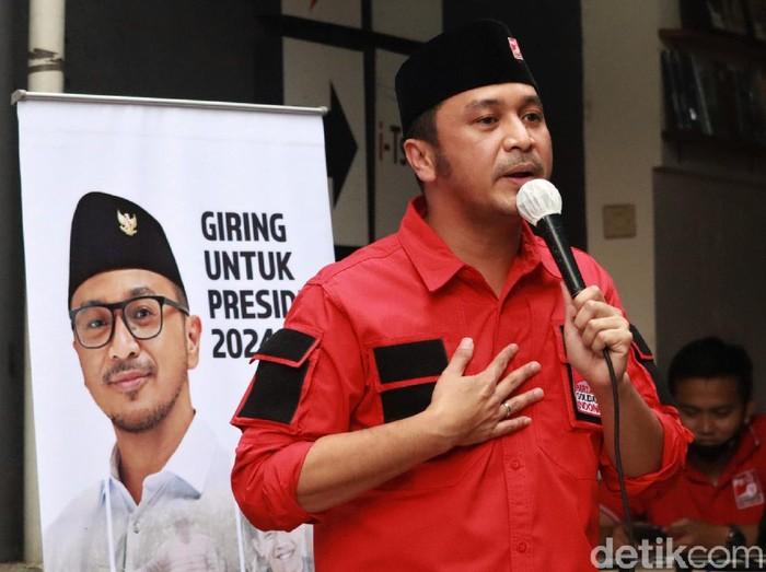 Plt Ketum PSI Giring Ganesha berkunjung ke Kantor DPW PSI Jabar di Bandung. Di sana ia bicara terkait rencananya maju dalam kontestasi Pilpres tahun 2024.