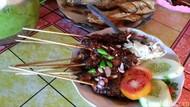 Pencinta Seafood Wajib Cicip Sate Gurita Pacitan yang Gurih Empuk